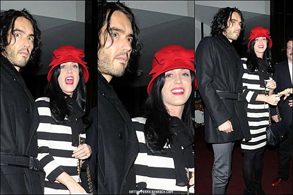 24 Déc 2010: Katy et son mari Russell Brand ont été au spectacle 'Le Cirque' à New York.Que penses-tu de sa tenue et son maquillage? Personnellement je n'aime pas trop, elle à l'air fatiguée.