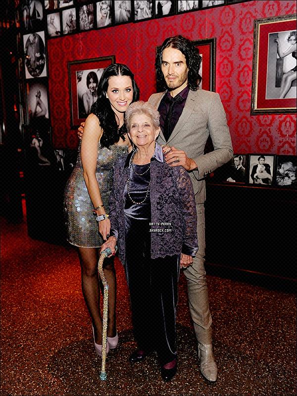 13 Janv. 2011: Katy a invité sa grand-mère dans un restaurant de Las Vegas pour fêter ses 90 ans.