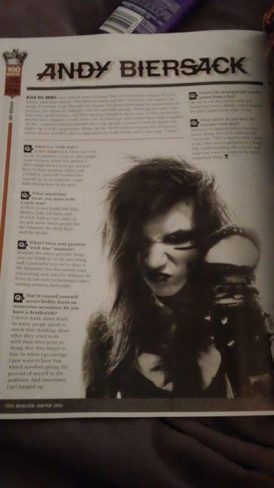 Andy dans REVOLVER  magazine