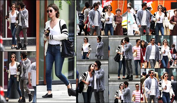 . 08/07/17- Notre belle Adelaide Kane a été vue avec son petit ami Joey,à Vancouver! .