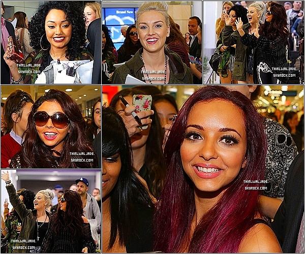 .27/10/12 ▬ Jade et le reste du groupe des Little Mix a été aperçue à l'aéroport de Sydney, Australie. Je trouve les filles radieuses ! Elles sont vraiment magnifique. Elles l'air en pleine forme. C'est un TOP pour les quatre. Ton avis ? .