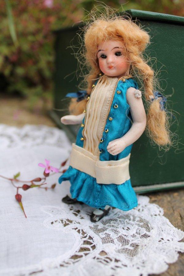 robe pour poupée mignonnette XIXe
