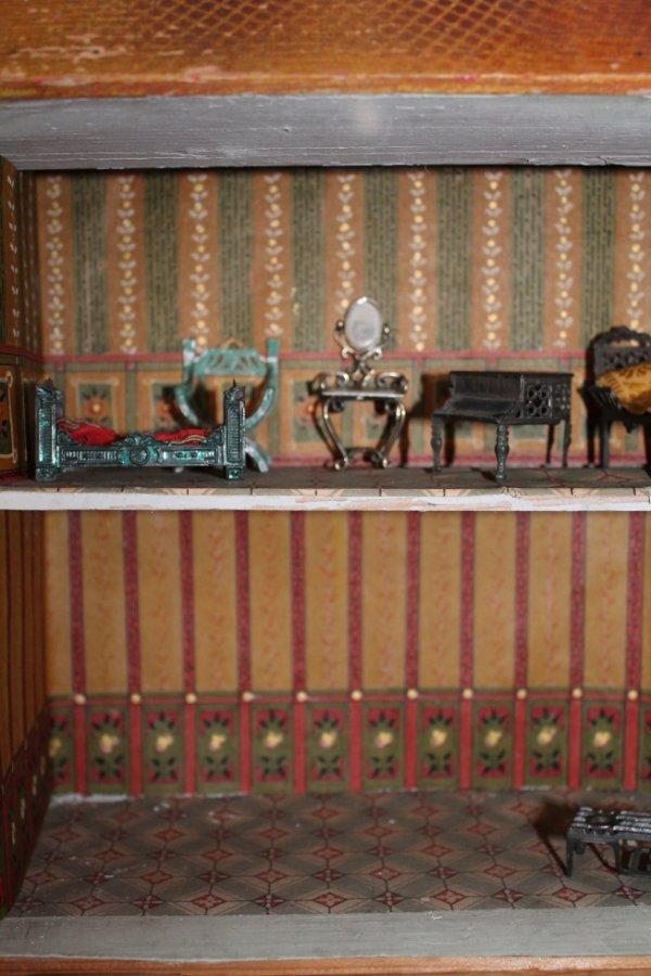 tapisserie fait main antique doll house