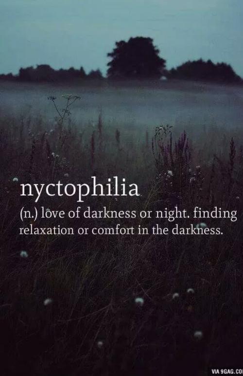 Nuit blanche à broyer du noir.