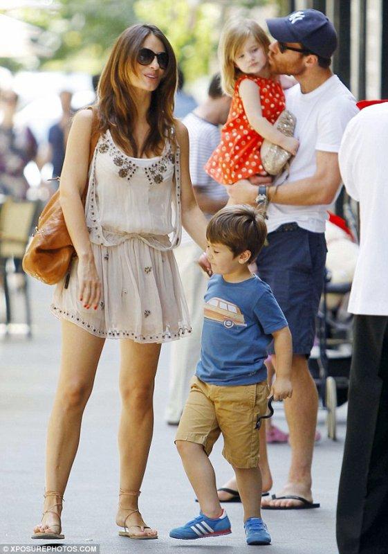 Cesc Fabregas et sa compagne accueilleront leur 1er enfant en commun au printemps 2013. Elle rejoindra les enfants de Daniella.