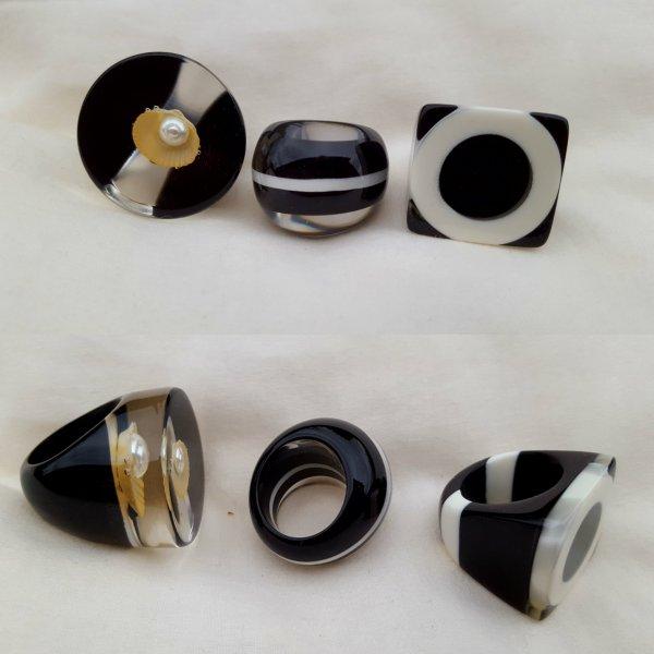 bagues résine: coquillage et perle/ design noir et blanc