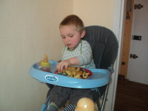 Enzo qui mange