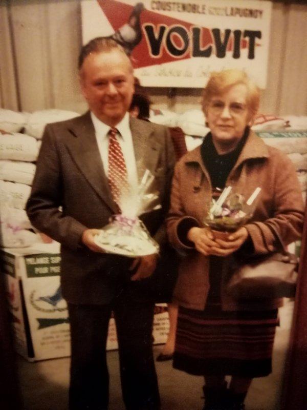 """Mon grand père et ma grand-mère un grand colombophile sans lui je ne partagerai pas cette passion merci à toi """"pépé"""""""