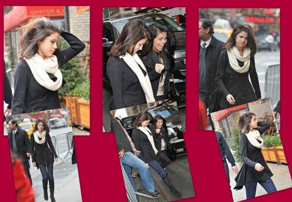 31 Decembre Le 31 décembre Selena a été vue allant dîner au Trattoria Dell'Arte en famille, mais aussi en compagnie de Justin Bieber.