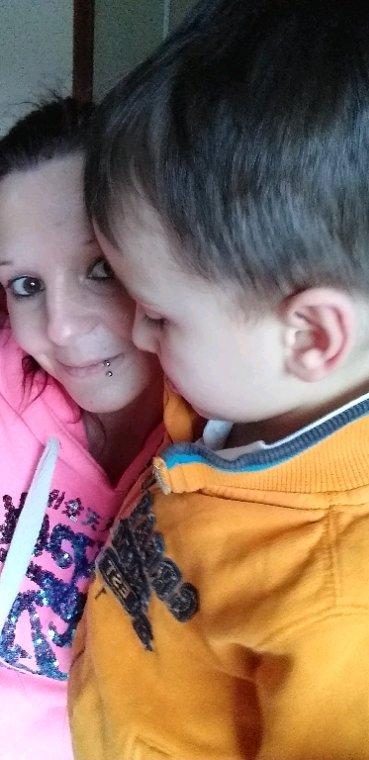 Mon fils ezzio chez maman qui adore faire des activiter avec maman mon fils je t aime plus se que tout au monde