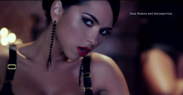 Inna featuring Play & Win India