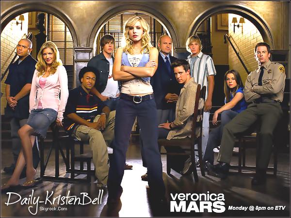 """. Kristen Bell se mobilise pour le film """"Veronica Mars"""" . Kristen Bell, l'interprète de Veronica Mars a une fois de plus évoqué la possibilité d'une adaptation de la série au cinéma. . Pour en savoir plus sur la """"gueguerre"""" entre L'équipe de VM & les studios Warner Bros... La guerre des nerfs continue entre l'équipe de Veronica Mars et les studios Warner Bros, propriétaires des droits de la série. Alors que l'idée d'une adaptation sur grand écran des aventures de la jolie détective a été plusieurs fois évoquée pour être aussitôt refusé, Kristen Bell, l'interprète de Veronica a une de fois de plus fait part de son désir qu'un film voit le jour. A l'occasion de l'avant première de son nouveau film You Again, l'actrice a évoqué cette histoire à rebondissements. Kristen s'est dite prête à apporter sa contribution au financement du projet, tout en doutant que les studios veuillent bien vendre les droits. La Warner Bros, qui craint qu'un tel film ne trouve pas de public, a en effet freiné le développement du projet, malgré les appels des fans et la mobilisation de Kristen Bell et de Rob Thomas, le créateur du show. Bien que des suites à la série, annulée après 3 saisons, aient été envisagées sous la forme de BD, téléfilm ou web-serie, aucun des projets n'a vu le jour.   > Kristen Bell a encouragé les fans de la série à montrer leur soutien sur Twitter et Facebook, où la mobilisation continue. Source: Allociné  . T'en penses quoi? Aimerais-tu que Veronica Mars, le film sorte un jour sur nos écrans? ."""