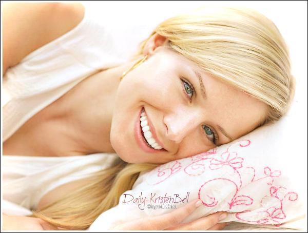 """. Kristen la nouvelle égérie de Neutrogéna ! . La beauté naturelle et surtout la belle peau de Kristen n'est pas passé inaperçue au yeux desgérantsde Neutrogena. Eh oui, la belle sera bientôt lavedettede panneauxpublicitaires, spots TV & Pub de magazines ! D'après une source en collaboration avec Neutrogena, Kristen Bell serait """"La femme Américaine de tous les jours"""" Une mode qui nedéplaispas aux femmes d'aujourd'hui. Il ajoute aussi qu'ellecorrespondtrès bien à la marque. __-______Texte fait par mes soins. . . T'en penses quoi? D'après toi la campagne de pub sera sur quoi;  Anti-Rides, Points noirs,boutons... ?  ."""