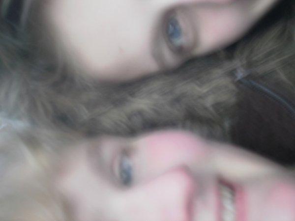 Moi et ma dernière petite soeur :$
