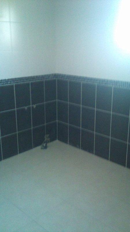 Carrelages de la salle de bain fini !!!