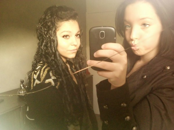 Laura & Sania ; Une amitier pas comme les autres <3