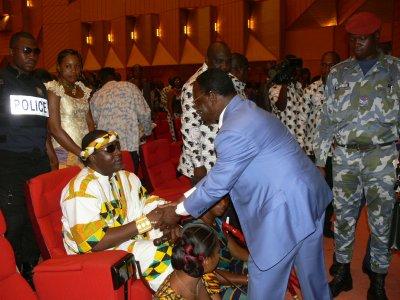Mr.Laurent Donald Fologo (pdt du conseil économique et social) heureux de voir sa Majesté Tchiffi Zié à ses cotes