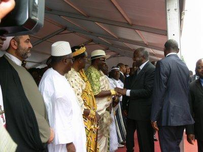 SEM Laurent Gbagbo président de la cote d'ivoire heureux de compter sa Majesté Tchiffi Zie parmi ses illustres invités le jour de la fete de l'Indépendance de la Cote d'Ivoire