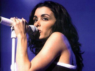 je vait  voir   jenifer  en  concert  au  pin  galant  a  mérignac  le  29  novembre 2011