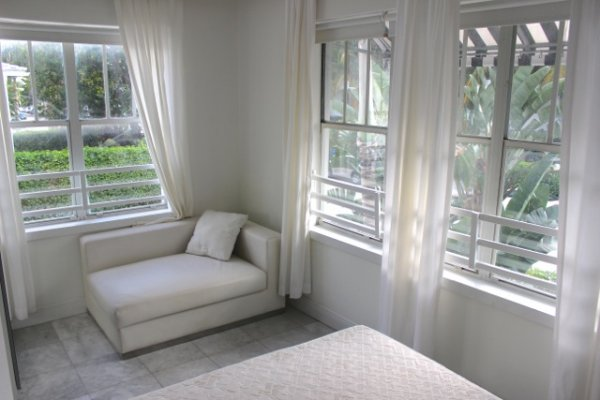 Luxurious Furnished South Beach Condo, $1,900/m !!!