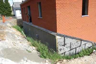 juin 2008 l 39 isolation des murs enterr phase 1 construction de notre maison. Black Bedroom Furniture Sets. Home Design Ideas
