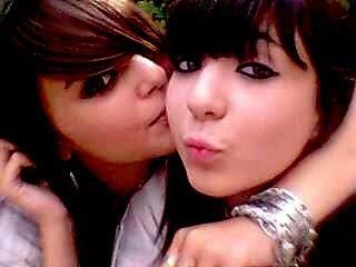 Une vrais amitié ne se fit pas aux nombres d'année, mais plutot aux nombres de fois que l'une est tombé & que l'autre a était la pour la rattraper.. (ℓ) Cℓσ℮ (&.) Mαnσn  ♥
