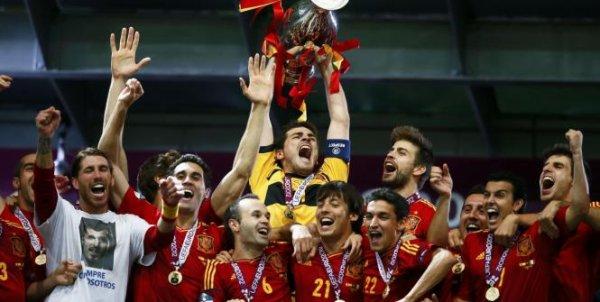 Euro 2008 , Coupe du monde 2010 . Et Maintenant Euro 2012 ! Triplé historique !