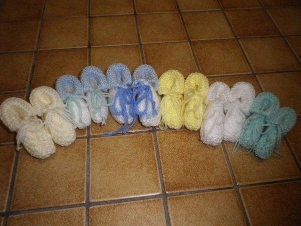 voici des petits chausson pour naissance ou baptème