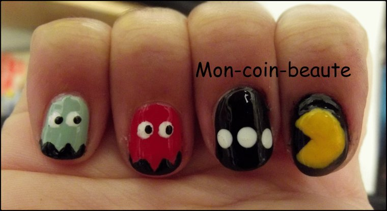 Nail art ( 39 ) Pacman