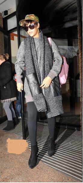 Rihanna quittant les studios  +Rihanna au XFactor UK.                                  11 Décembre