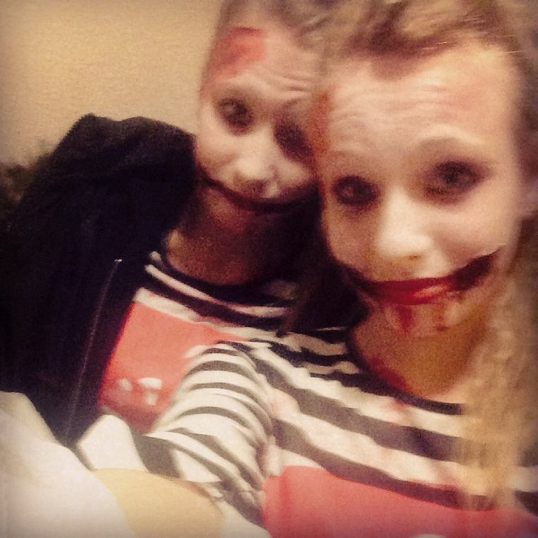 Halloween avec ma jumelle zombie