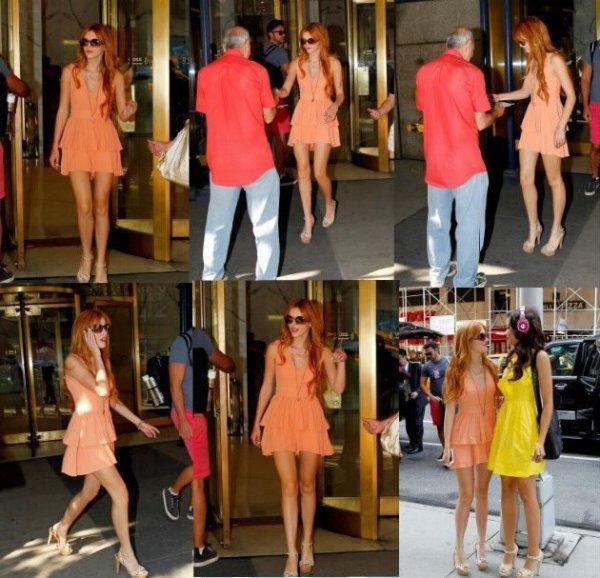Bella quitant son hotel de NY le 2 aout puis se rendant dans les laucaux de l'émission Sirius XM avec Zendaya :