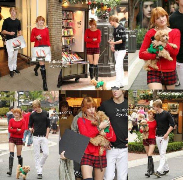 Bella, Tristan, Kingston, Dani et son copain faisant les boutique au Americana Mall le 16 décembre: