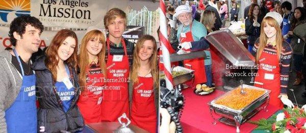 Bella et Tristan au LA Mission : Donner de la nourriture au SDF le jour du reveillon de Noel le 24 décembre :