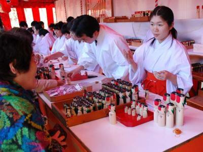 Les jours de fêtes et les jours fériés au Japon : 7 Janvier ~ Usokae, l'échange de bouvreuils