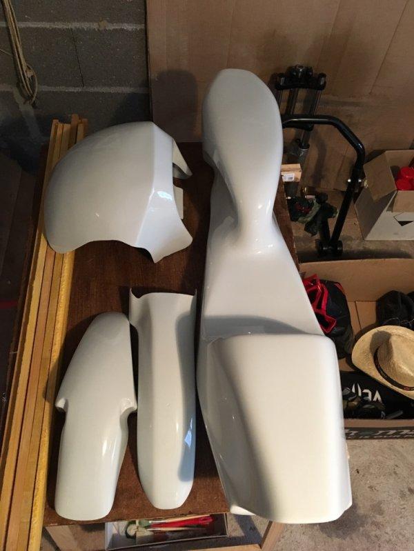 Poly CF 90 white style to...