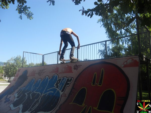 .Fakie axel front