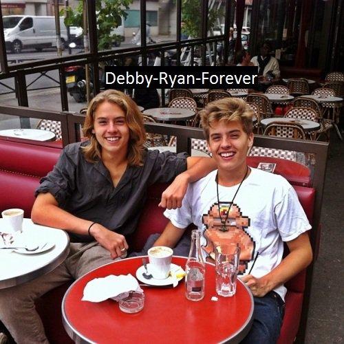 Nouvelles photos de Debby, Cole et Dylan!