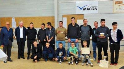 Les jeunes de la Pétanque Mâconnaise distingués lors de l'Assemblée Générale du club.