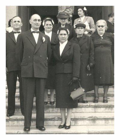.mes parents devant,Jean-Baptiste Cadiere,mes beaux parents ,derriere nos.grands méres pour notre mariage en 1958 et grand pére paternel en médaillon.