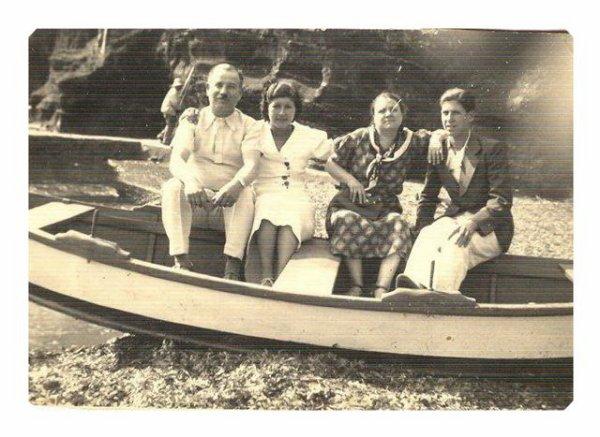 mes grands parents ,enfants,soeurs de grand pere à Six Fours maison de Mariana,enfants,petits enfants.coté maternel