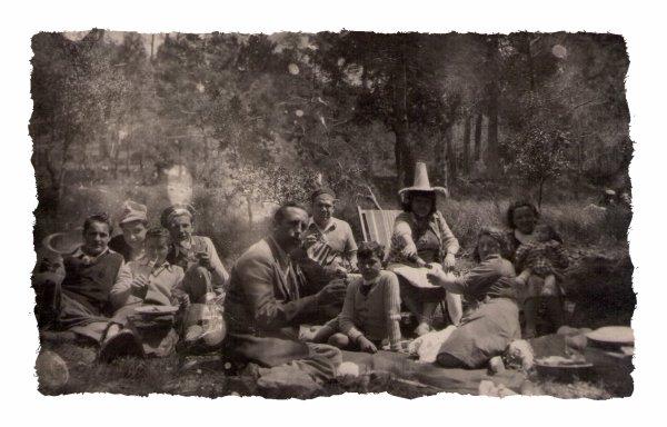 voici mon époux à 9 ans en 1941.son directeur Emile Malsert école Martini.et quelques souvenirs de classes