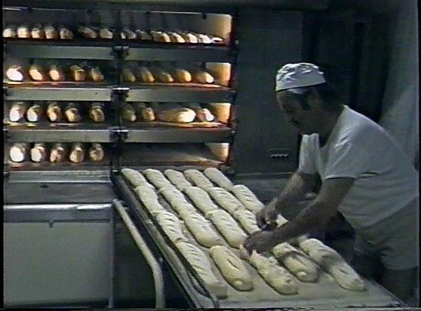 Au travail chez nous,à Etoile sur-Rhone -mon frére vers 1963 devant le premier four-BOULANGERIE DU CENTRE-