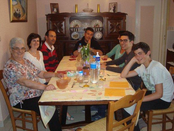 une autre photo avec notre petite famille au 1er mai 2015 ,une bonne journée-