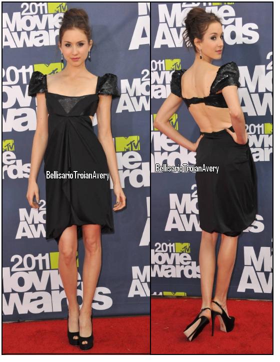 02 juin 2011 : Troian Bellisario était au Lacoste Summer Cocktail. Je donne un bof, sa robe est vraiment banale, son maquillage est presque inexistant et sa coiffure banale également. T'en penses quoi ?  mmmmmmmmmmmmmmmmmmmmmmmmmmmmmmmmmmmmmmmmmmmmmmmmmmmmmmmmmmmmm  05 juin 2011 : Troian Bellisario, Shay Mitchell et Ashley Benson se sont rendues au MTV Movie Awards. Je donne un top ! La robe est jolie, son maquillage est très réussie et sa coiffure j'aime beaucoup aussi :).
