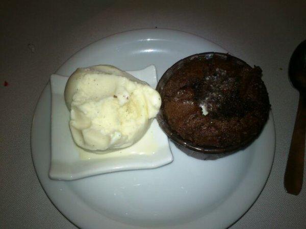 derniere foto avant le depart pti dessert au cap d abord a st pierre fondant choco et glace vanille