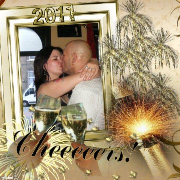 bon reveillon et bonne et heureuse année 2011 plein de bonne choses pour vous gros bisous