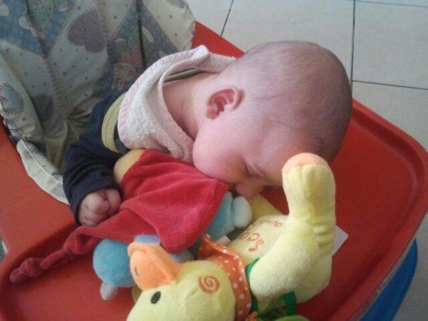 sa sait mon bebe ki fait dodo dans son troteur