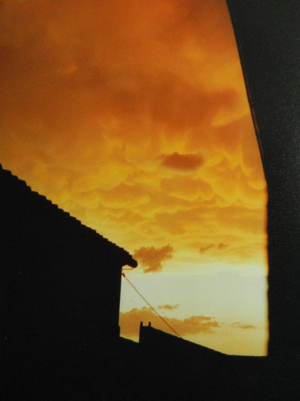 PHOTOS PERSO - Quand les nuages embrasent le ciel.