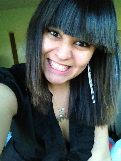 Tu peux te cacher derrière un sourire mais les yeux ne trompe pas.